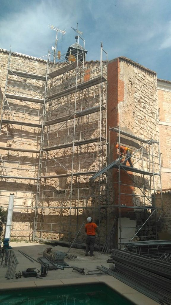 Montaje de andamios para fachada en Ocaña (Toledo)