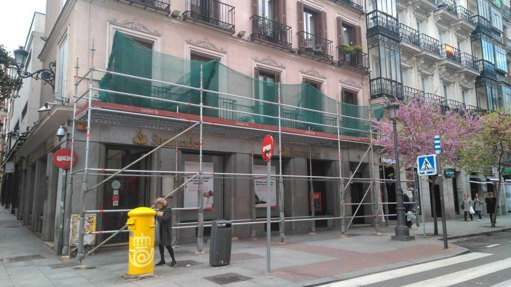 Instalación de andamios en el centro de Madrid